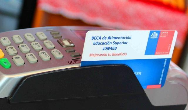JUNAEB reconoció demoras en la carga de beca BAES a estudiantes de la Región