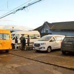 Buses del transporte escolar ahora transportarán a funcionarios de salud en visitas domiciliarias
