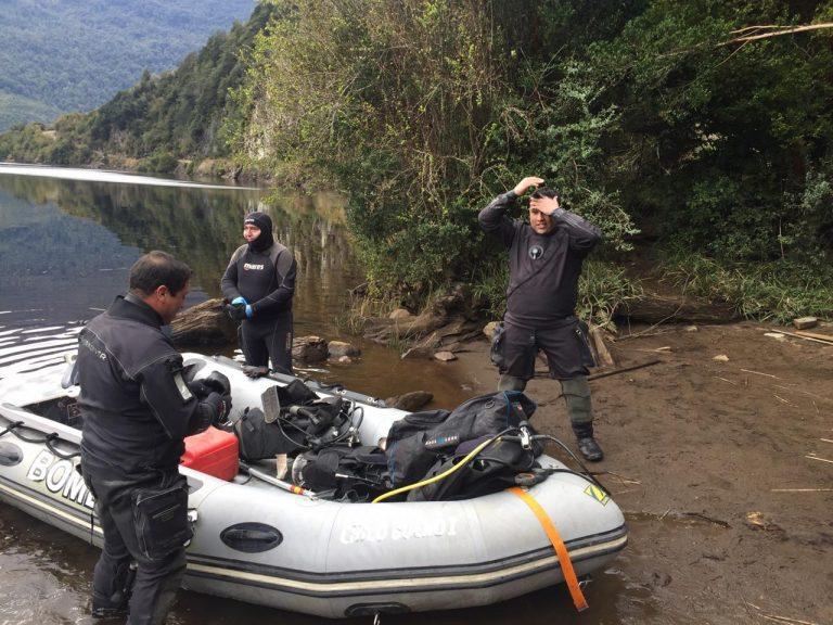 Aysén: Accidente de tránsito terminó con una persona fallecida y otra desaparecida en laguna Los Palos