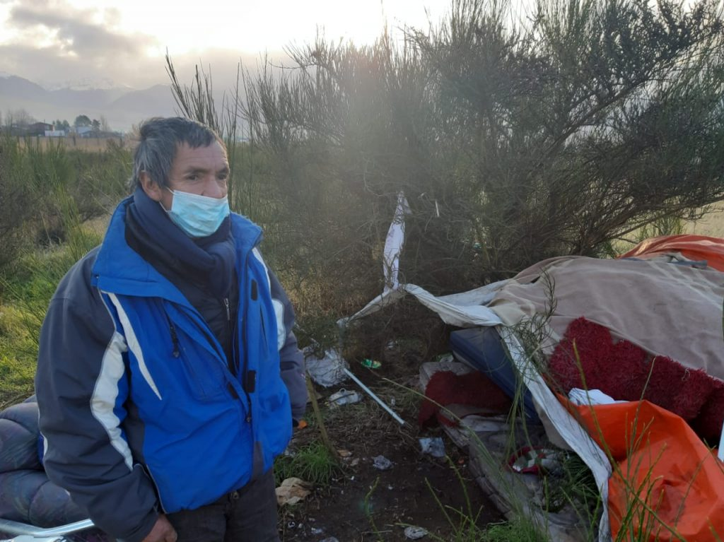 Coyhaique: Solicitan ayuda para adulto mayor que vive el frío en situación de calle