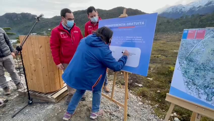 Tortel: Bienes Nacionales traspasó terreno para construcción de viviendas del Comité Newén