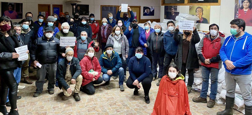 Vecinos de Puyuhuapi rechazaron la instalación inconsulta de una balsa salmonera