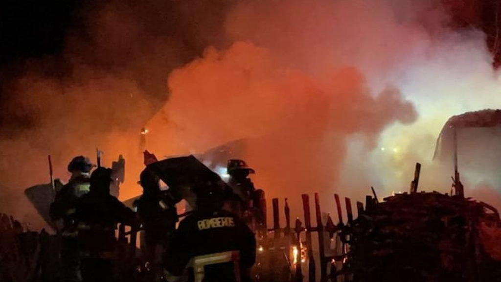 Adulto mayor permanece grave tras incendio camino a Cerro Huemules