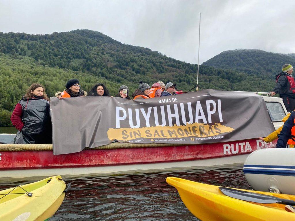 #PuyuhuapiSinSalmoneras: Interponen recurso para obligar el retiro de balsa salmonera