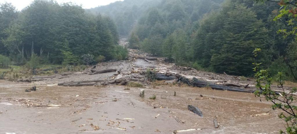 Confirman cortes en la Ruta 7 Sur y evalúan evacuación de una familia en sector Huemules